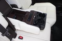 У пассажиров второго ряда есть подогрев сидений и USB разъемы для подзарядки смартфонов