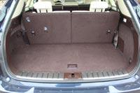 Багажный отсек достаточно вместительный даже с тремя рядами кресел