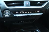 Отдельный блок климат-контроля с аналоговыми клавишами – стильный и удобный