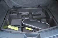 Под полом багажника органайзер для полезных мелочей