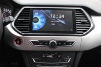 Мультимедийная система с 9-дюймовым сенсорным экраном и оригинальным интерфейсом