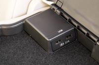 Два USB порта в подлокотнике заднего сидения