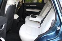Спинка заднего сидения регулируется по углу наклона