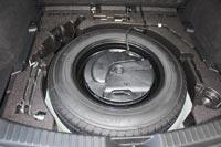 Сабвуфер аудиосистемы расположился в запасном колесе