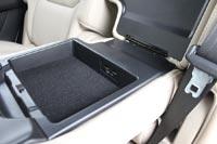 В подлокотнике заднего сидения - зарядка для смартфонов