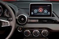 Без мультимедийной системы сегодня не обходится ни один автомобиль, в том числе и родстер