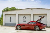 Формально Mercedes-AMG GT – это хэтчбек с подъёмной задней дверью (так же, как Aston Martin V8 Vantage и Jaguar XK)