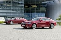 Два поколения четырёхдверного купе Mercedes-Benz CLS