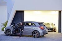Дизайнер Марк Фезерстон работал не только над экстерьером Mercedes-Benz A-Class, но и суперкара SLS AMG