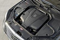 Подкапотное пространство автомобиля Mercedes-Benz S 350 BlueTEC