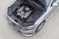 Моторный отсек седана Mercedes-Benz S 63 AMG