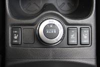 Селектор режима работы трансмиссии и кнопки обогрева сидений
