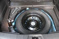 У тестового автомобиля запасное колесо - «докатка», возможна комплектация полноразмерной запаской