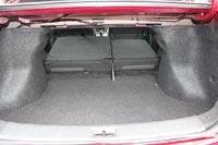 Спинки задних сидений при сложении образуют ступеньку