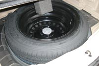 В подполье багажника полноразмерная запаска