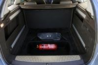 Под полом багажника место для инструментов