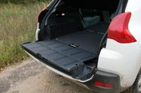 Нижняя створка двери багажника выдерживает нагрузку до 200 кг