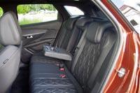Спинки задних сидений излишне плоские и жестковатые