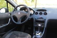 Салон тестового автомобиля в комплектации Allure