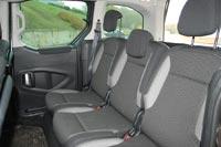 Версия Outdoor оснащается раздельными задними креслами с индивидуальными регулировками