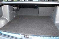 Спинка заднего сиденья складывается по частям