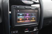 Автомобиль оснащен современной мультимедийной системой, но пользоваться ей неудобно, поскольку экран распложен слишком низко
