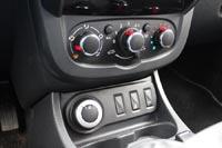 Даже в дорогих комплектациях Renault Duster оснащается простым кондиционером вместо климат-контроля