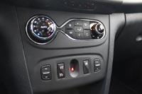 Удобный блок управления климат-контроля позаимствован у европейского Renault Clio