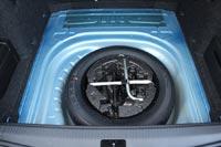 В подполье полноразмерное запасное колесо