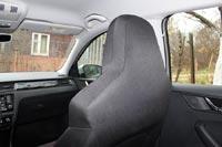 Передние кресла с широкими встроенными подголовниками ограничивают обзор для задних пассажиров