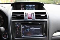 В салоне Subaru XV два цветных экрана, нижний для системы мультимедиа...