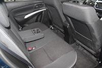 Сзади места достаточно для комфортного размещения двух пассажиров, спинки кресел регулируются по углу наклона