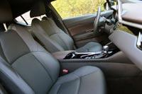 Профиль передних кресел удачный, у водительского предусмотрена регулировка поясничного упора