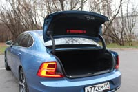 Крышка багажника оснащена электроприводом