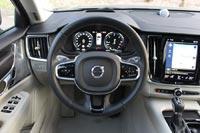 Эргономика практически не отличается от флагманского Volvo XC90