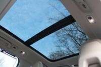 Панорамная стеклянная крыша с люком