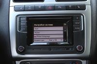 В дорогих комплектациях присутствует мультимедийная система с цветным сенсорным экраном