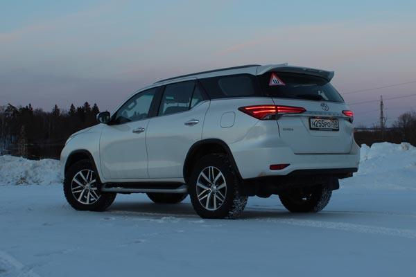 Несмотря на некоторые недостатки (а у кого их нет) Toyota Fortuner обладает уникальным балансом потребительских качеств