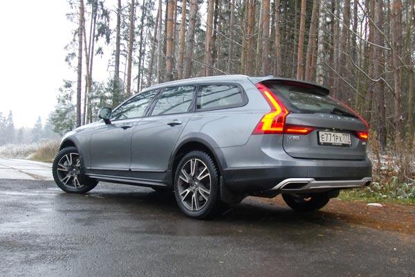 По комфорту и оснащению новый полноприводный универсал Volvo наголову выше своего предшественника XC70, при этом он полностью сохранил внедорожный потенциал