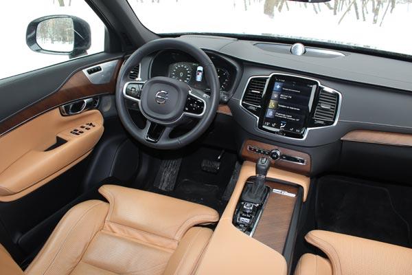 В салоне Volvo XC90 только натуральная кожа и настоящее дерево