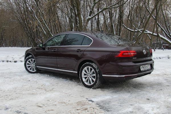 Покупка Volkswagen Passat в дорогих версиях на сегодняшний день – это единственная возможность приобрести автомобиль обладающий комфортом премиального класса, но при этом не переплачивая за бренд