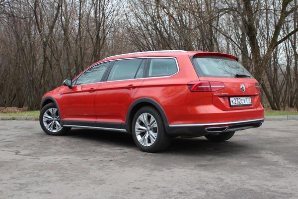 Полноприводный Volkswagen Passat Alltrack - практичный универсал со спортивным характером - не имеет аналогов на российской рынке